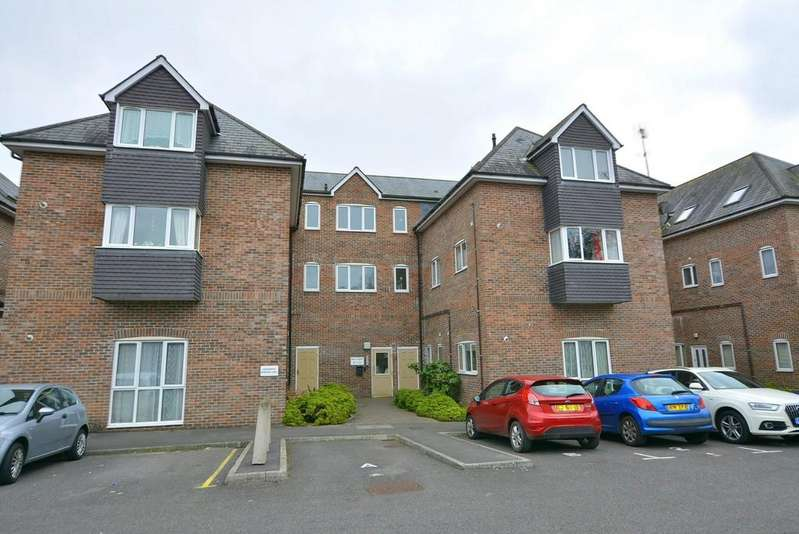 2 Bedrooms Apartment Flat for sale in Holly Court, Station Road,