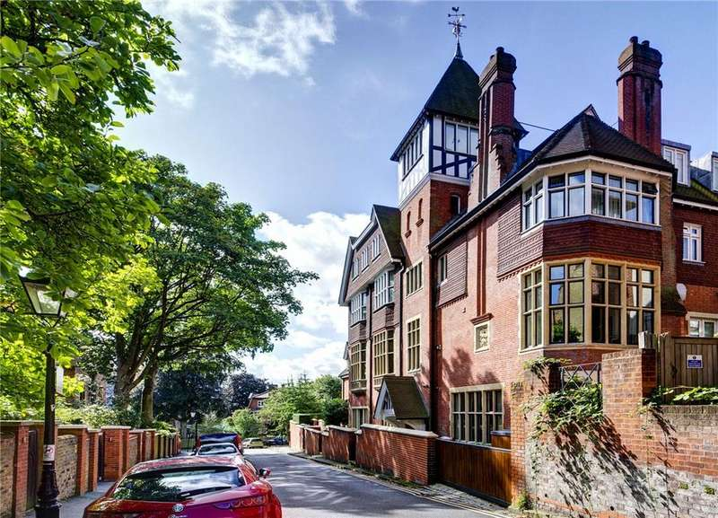 8 Bedrooms House for sale in Holford Road, London, NW3