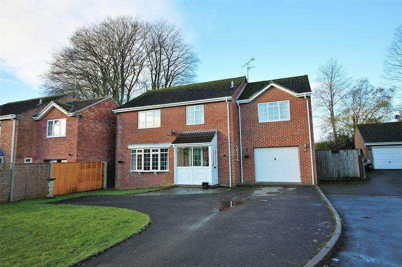 4 Bedrooms Detached House for sale in Monmouth Close, Chard