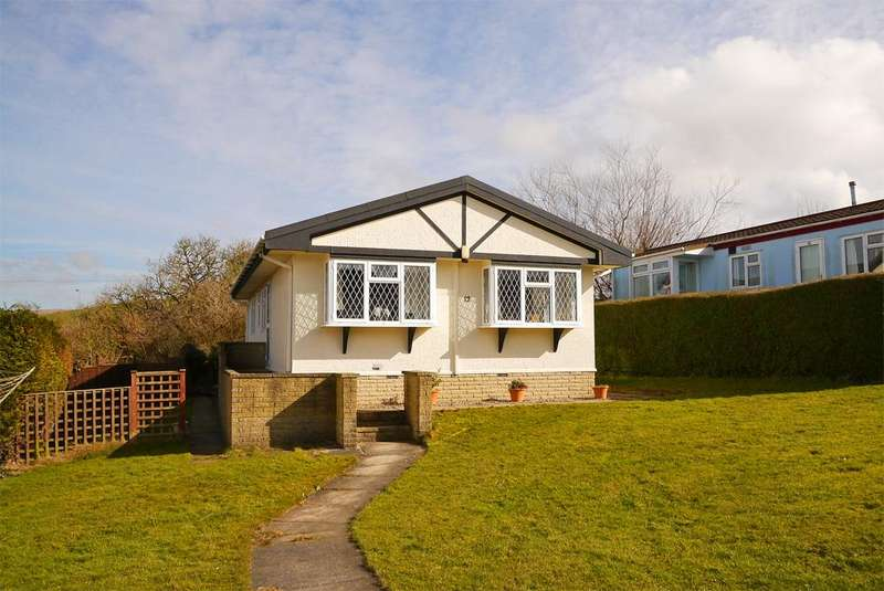 2 Bedrooms Park Home Mobile Home for sale in 12 The Green, Overdale Park, Skipton,