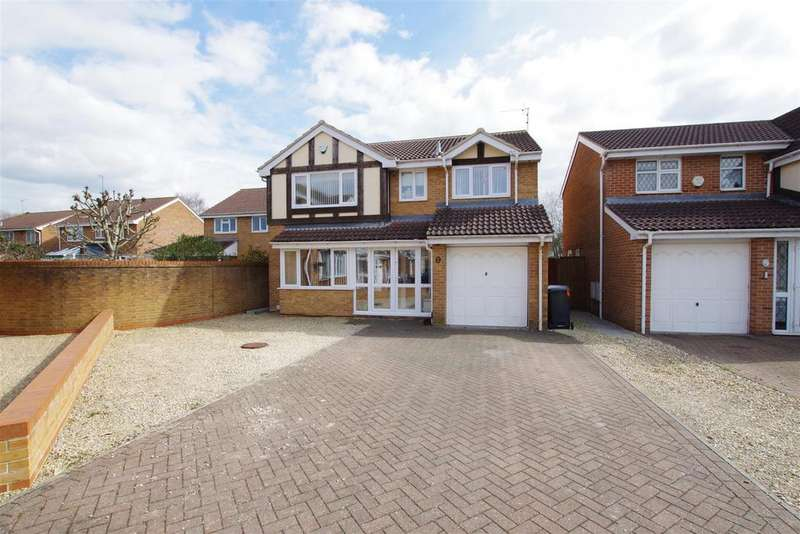 4 Bedrooms Detached House for sale in Briar Fields, Swindon