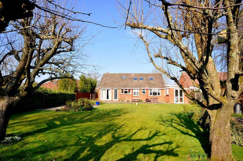 5 Bedrooms Chalet House for sale in Hightown Road, Ringwood, BH24 3DY