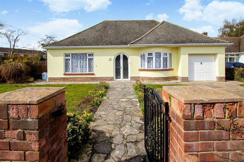 3 Bedrooms Bungalow for sale in Nea Close, Highcliffe