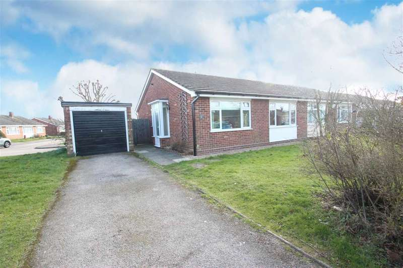 2 Bedrooms Bungalow for sale in Broadstrood, St Osyth