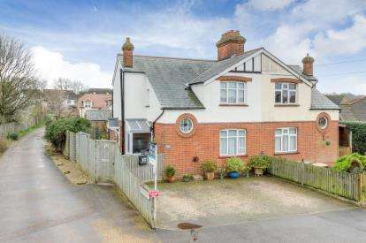 3 Bedrooms Semi Detached House for sale in Stagsden Road, Bromham, Bedford, Bedfordshire