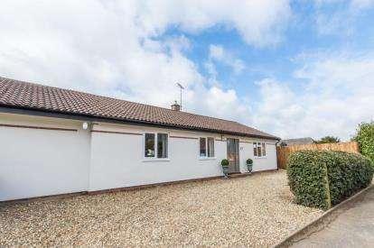 4 Bedrooms Bungalow for sale in West Wratting, Cambridge, Cambridgeshire