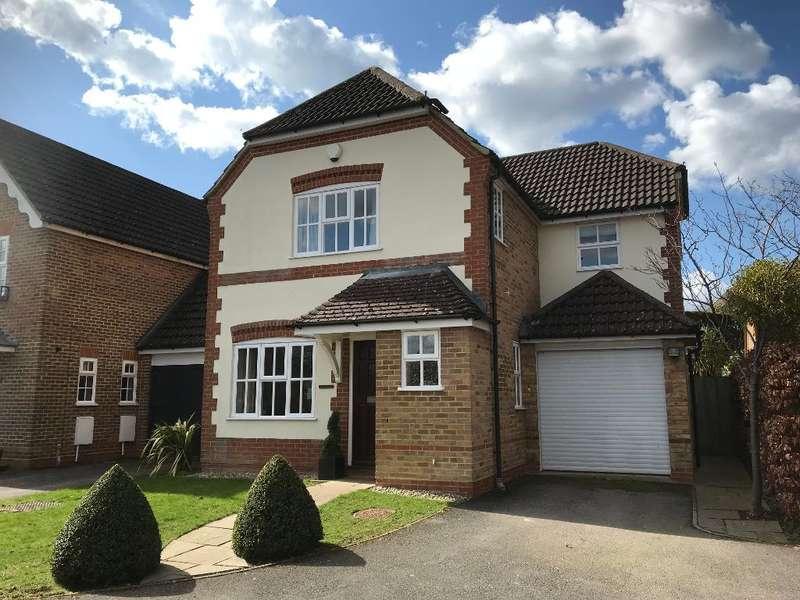 4 Bedrooms Detached House for sale in Heywood Drive, Bagshot, Surrey, GU19 5DL