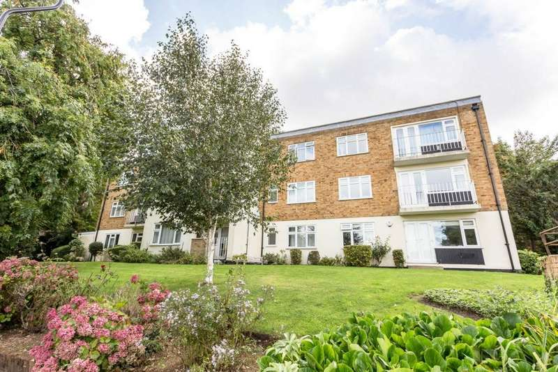 2 Bedrooms Flat for sale in Willowmead Close, Brentham Way, Ealing, W5