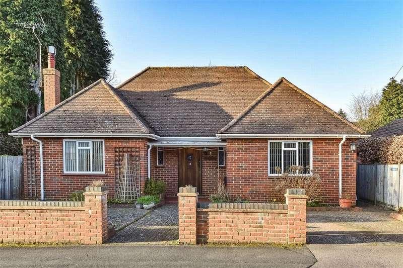 3 Bedrooms Detached Bungalow for sale in Oak Road, Farnborough Park, Hampshire