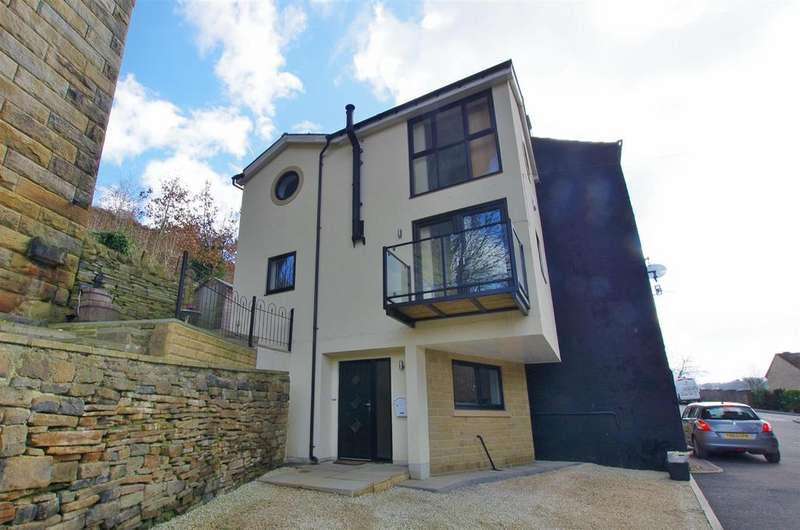 3 Bedrooms Semi Detached House for sale in Boy Lane, Halifax