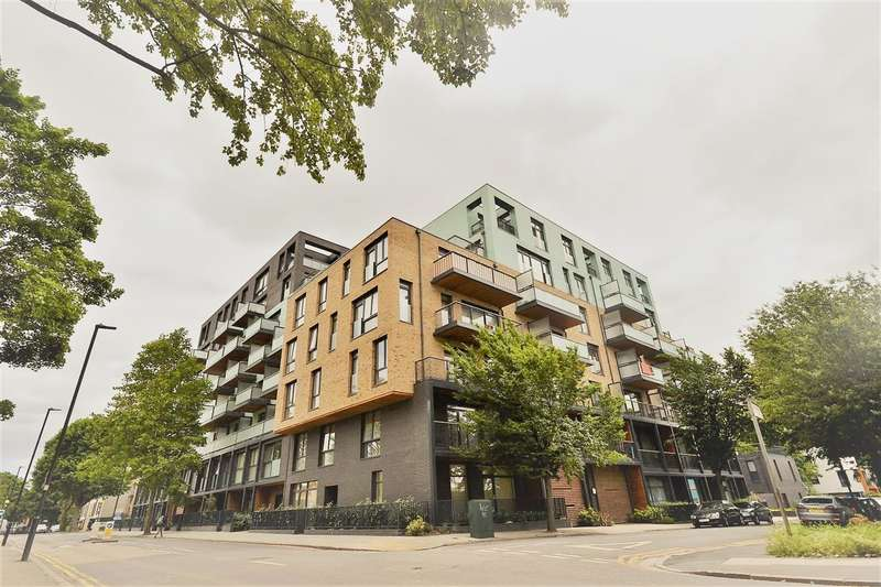 2 Bedrooms Flat for sale in Richard Court, London