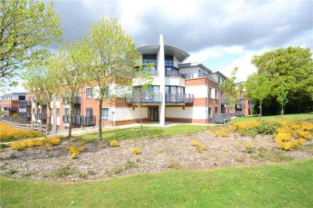 2 Bedrooms Apartment Flat for sale in Vulcan House, Wallis Square, Farnborough