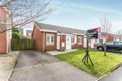 2 Bedrooms Bungalow for sale in Abbeylea Drive, Westhoughton, Bolton, Gresater Manchester, BL5