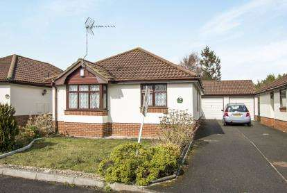 2 Bedrooms Bungalow for sale in Ensbury Park, Bournemouth, Dorset