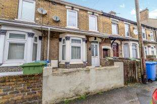3 Bedrooms End Of Terrace House for sale in Crown Road, Sittingbourne, Kent