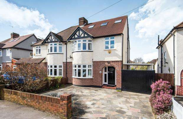 4 Bedrooms Semi Detached House for sale in Worcester Park, Surrey