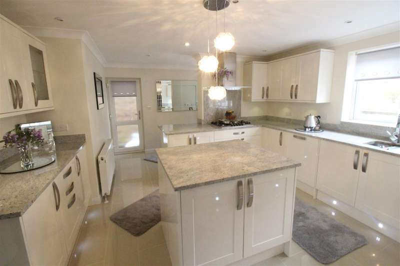 4 Bedrooms Detached House for sale in Wyvern Close, Old Town, Swindon