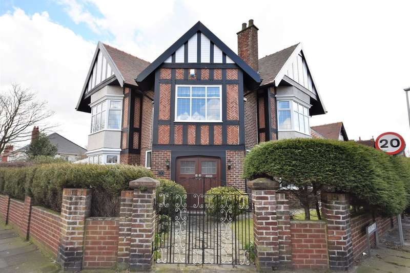 4 Bedrooms Detached House for sale in Seventh Avenue, Blackpool