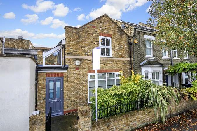 2 Bedrooms Semi Detached House for sale in Reynolds Road, Chiswick