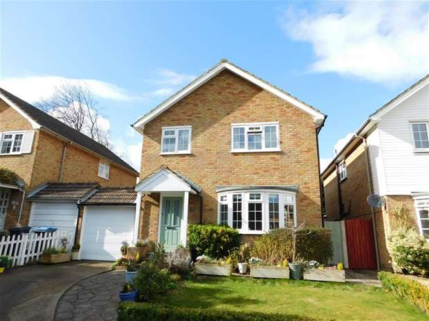 4 Bedrooms Detached House for sale in Rickards Close, Surbiton