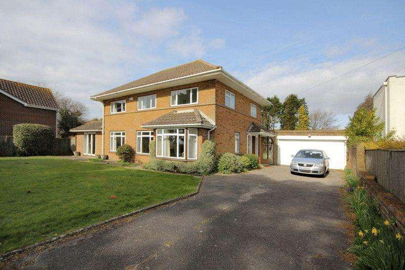 4 Bedrooms Detached House for sale in FRIARS CLIFF CHRISTCHURCH