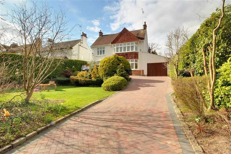4 Bedrooms Detached House for sale in Aldenham Avenue, Radlett, Hertfordshire