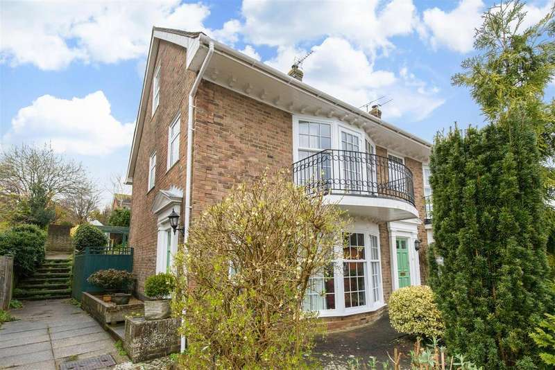 4 Bedrooms Terraced House for sale in Segrave Close, Lewes