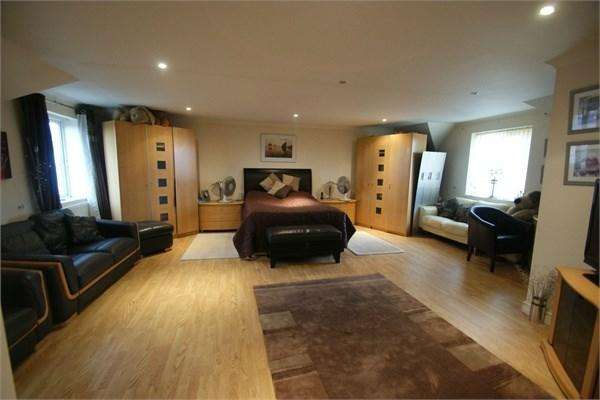 4 Bedrooms Detached House for sale in Gwydr Crescent, Uplands, Swansea, SA2