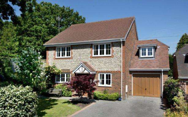 4 Bedrooms Detached House for rent in Mount Pleasant Road, Weald, Sevenoaks