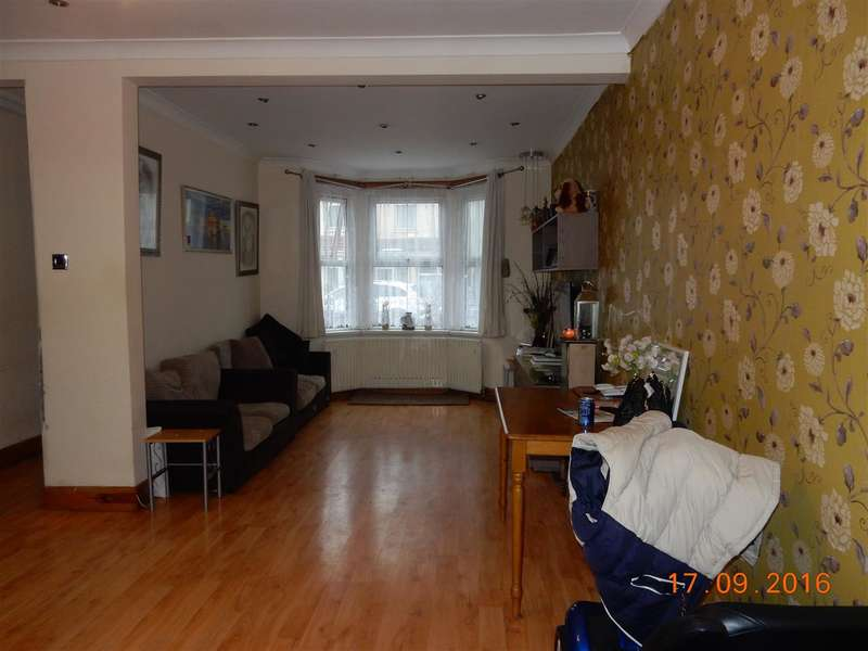 3 Bedrooms Terraced House for sale in Adelaide Road,, Southall