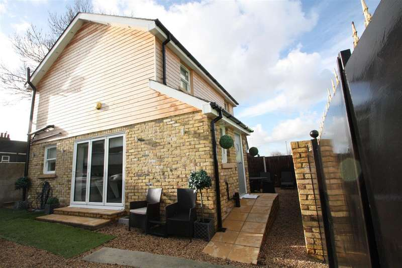3 Bedrooms Detached House for sale in Manor Ln, Harlington,, Hayes