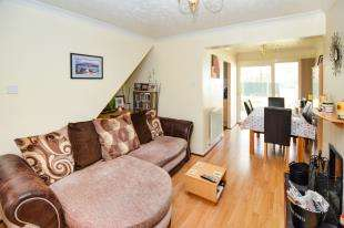 2 Bedrooms Semi Detached House for sale in Aragon Close, Ashford, Kent, England