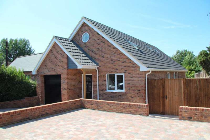 3 Bedrooms Chalet House for sale in Church Road, Cantley