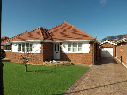 3 Bedrooms Bungalow for sale in Summer Court, Towyn, Abergele, Conwy, LL22