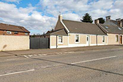 3 Bedrooms Bungalow for sale in London Street, Larkhall