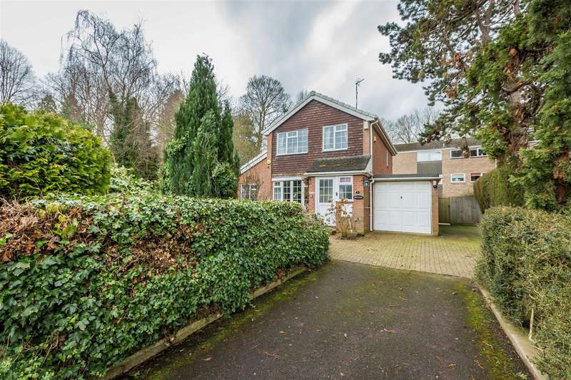 3 Bedrooms Detached House for sale in Stuart Close, Warwick