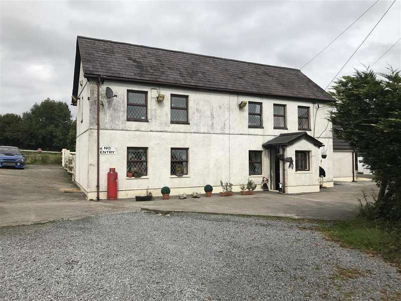4 Bedrooms Smallholding Commercial for sale in Heol Y Parc, Cefneithin, Llanelli