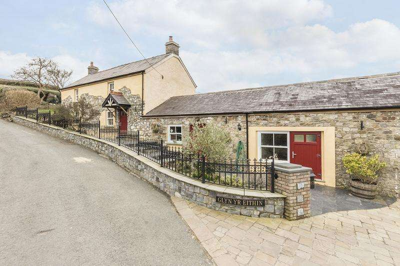3 Bedrooms Detached House for sale in Argoed Road, Ammanford, Carmarthenshire.