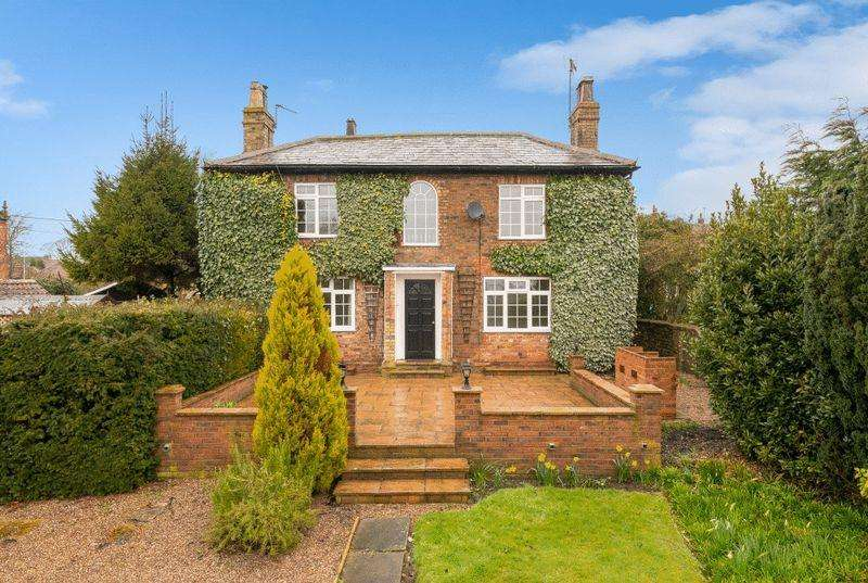 4 Bedrooms Detached House for sale in Ivy House, 9 West Street, Timberland