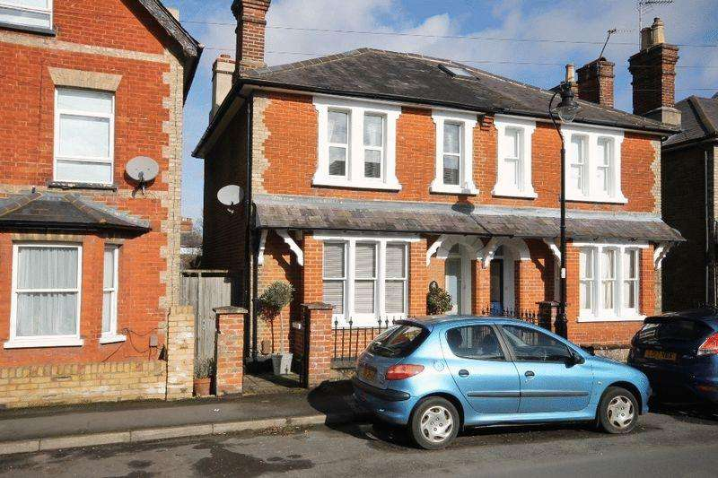 2 Bedrooms Semi Detached House for sale in LEATHERHEAD