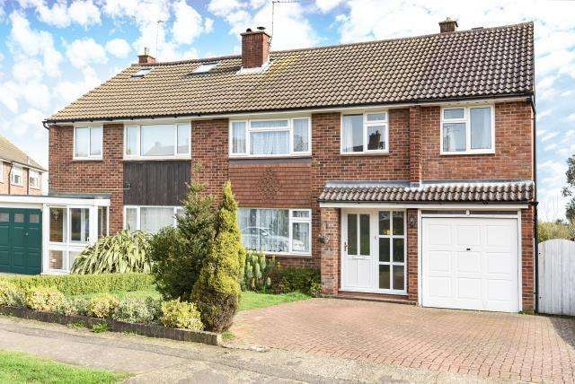 4 Bedrooms House for rent in Aylward Gardens, Chesham, HP5