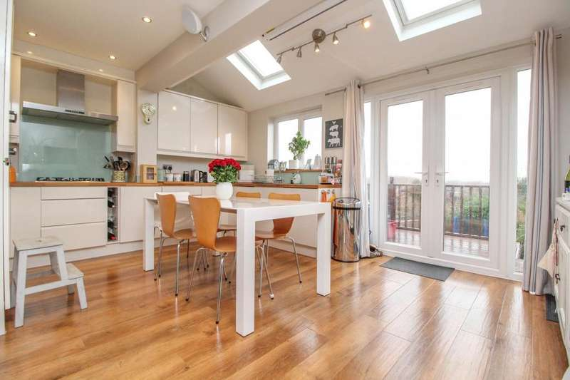 3 Bedrooms Semi Detached House for sale in Kavanaghs Road, Brentwood, Essex, CM14