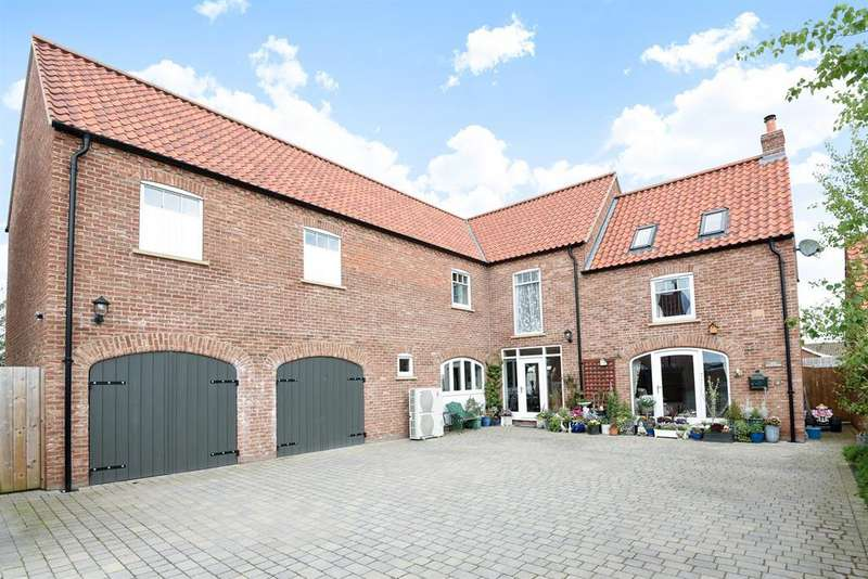 5 Bedrooms Detached House for sale in Manor Close, Hutton Cranswick, Driffield, YO25 9HB