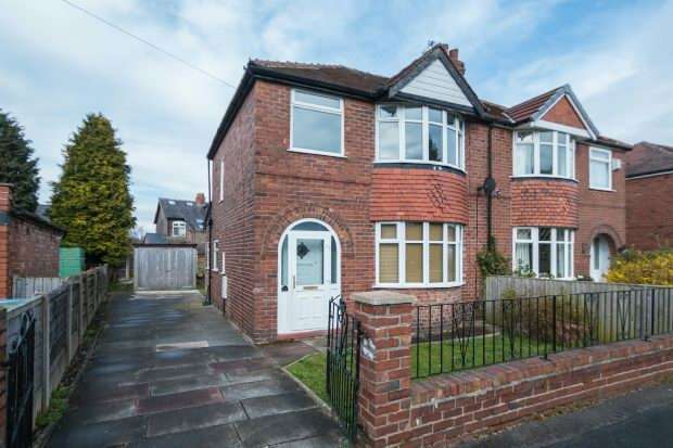 3 Bedrooms Semi Detached House for sale in Kelsall Drive, Timperley
