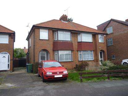 3 Bedrooms Semi Detached House for sale in Northolme Gardens, Edgware
