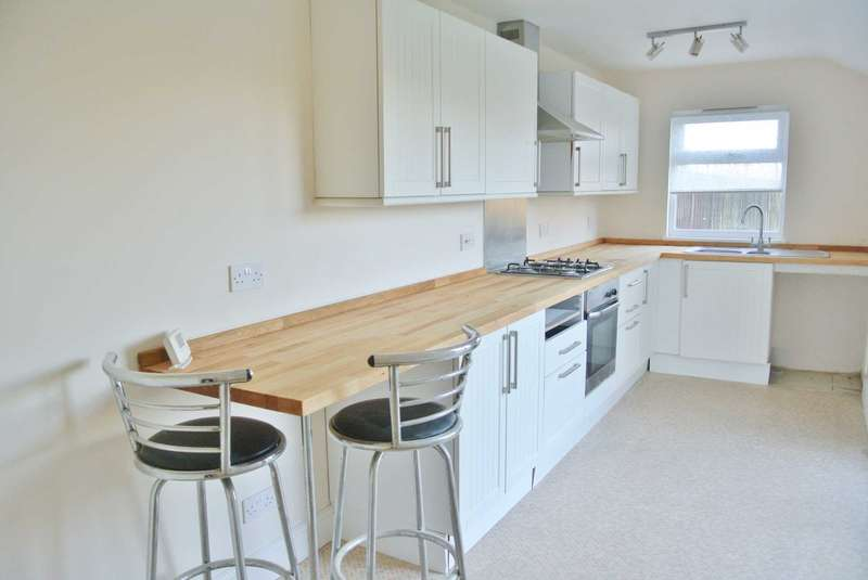 4 Bedrooms Semi Detached House for rent in Ely Road, Little Downham