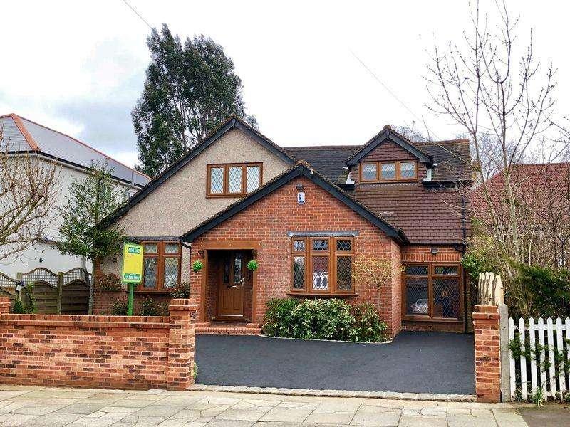 4 Bedrooms Detached Bungalow for sale in Summerhouse Drive, Bexley