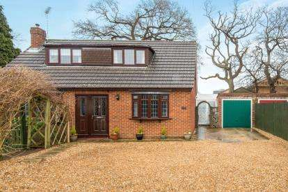 3 Bedrooms Bungalow for sale in Park Gate, Southampton, Hampshire