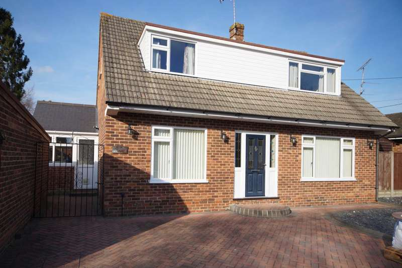 3 Bedrooms Detached House for sale in Firgrove Road, Whitehill, GU35