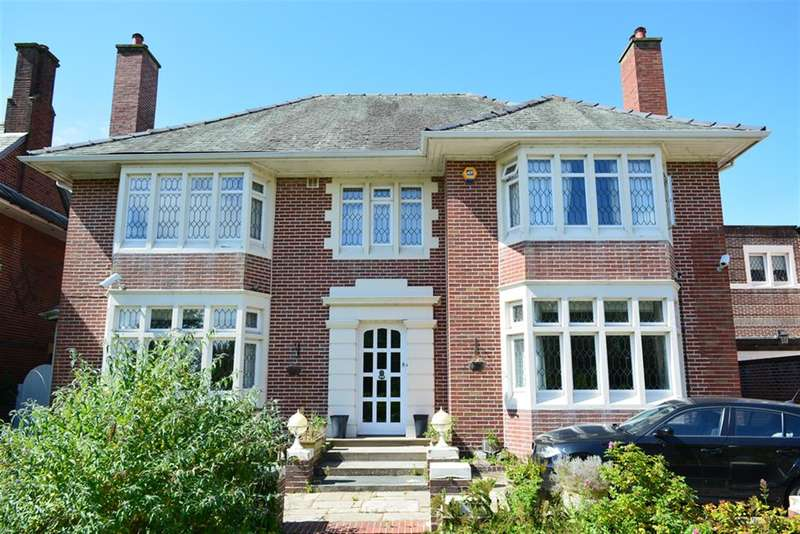 4 Bedrooms Detached House for sale in North Park Drive, Stanley Park, Blackpool, FY3 8NH
